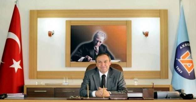 Akdeniz Üniversitesi Rektörü görevinden uzaklaştırıldı