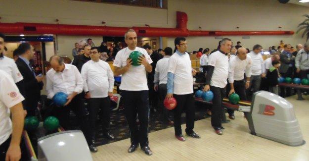 Etimesgut Öğretmenler Gününü bowlingle kutladı