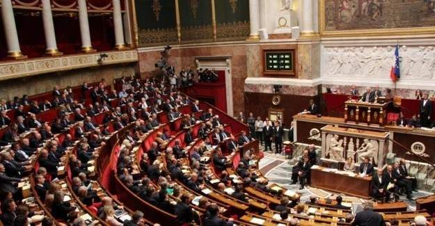 Fransa meclisi olağanüstü hali uzattı