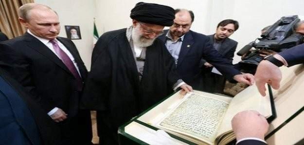 Putin, Hamaney'e en eski el yazısı nüshalı Kur'an-ı Kerim hediye etti
