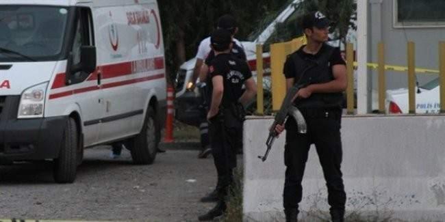 Cizre'de PTT'nin kargo aracına ateş açan teröristler 1 sivili öldürdü