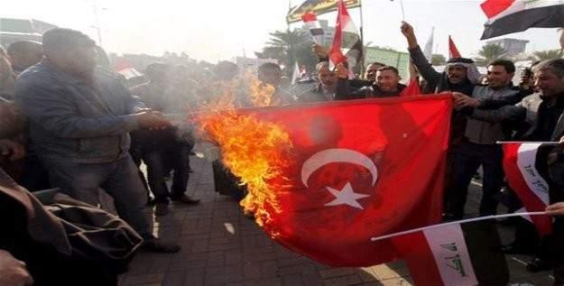 Irak'ta göstericiler Türk bayrağı yaktı