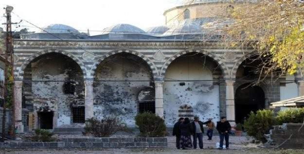 Teröristler, Kurşunlu Camisi'ni kullanılamaz hale getirdi