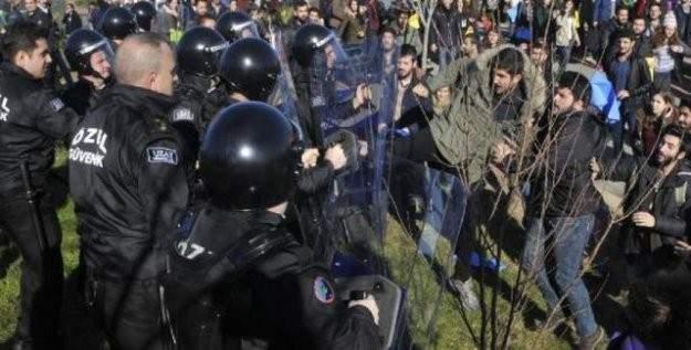 Üniversite öğrencilerinden yaz okulu protestosu