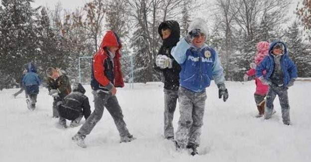 Çanakkale'nin bazı ilçelerinde eğitime kar engeli!