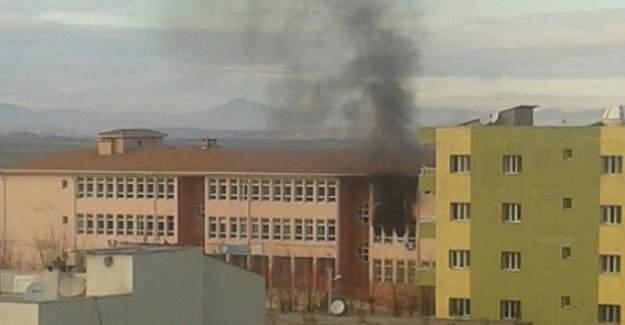 Şırnak'ta okul yaktılar!