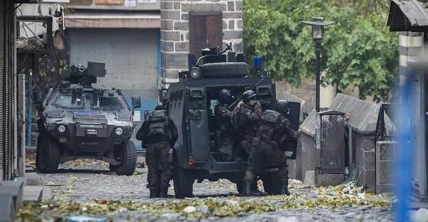 Diyarbakır Sur'da 1 polis şehit edildi