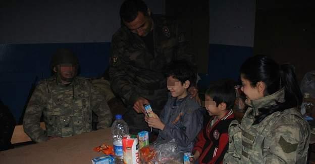 Sur'da teröristlerden saklanan aileyi güvenlik güçleri kurtardı