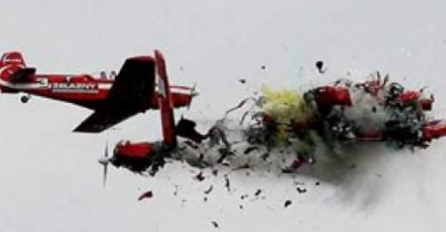 İki uçak havada çarpıştı!
