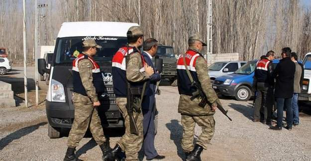 """Hoşhaber Belediyesinin başkan vekili Kasım Ağgün'e """"terör"""" gözaltısı"""