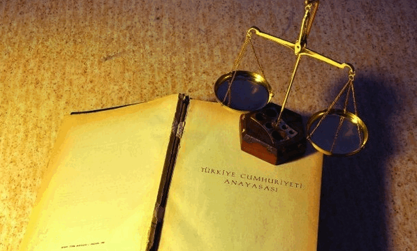 Anayasanın ilk dört maddesine hassas rötuşlar