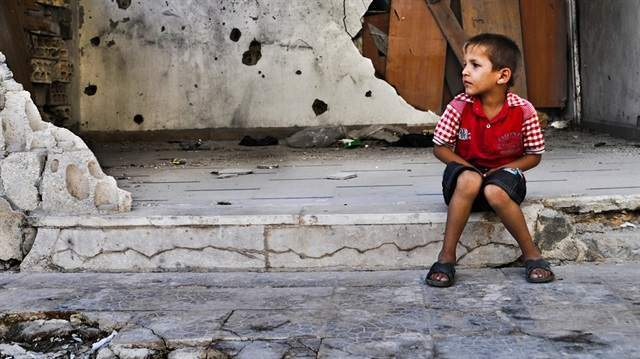 Suriyeli 100 bin mülteci Türkiye'ye geçmeyi bekliyor