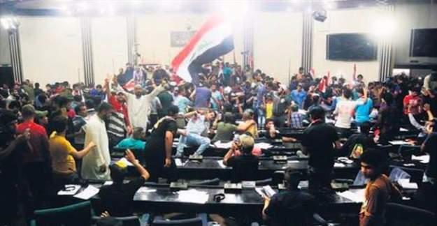 Irak Parlamentosu yağmalandı