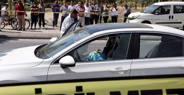 Kırmızı ışıkta duran iş adamı, silahlı saldırıda hayatını kaybetti