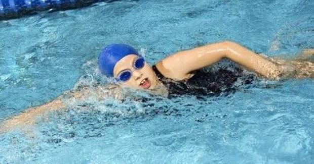 Bir saat sırt üstü yüzmek 510 kalori...