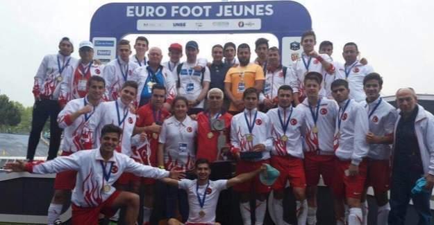 Deneme Anadolu Lisesi, futbolda 'Avrupa Şampiyonu'