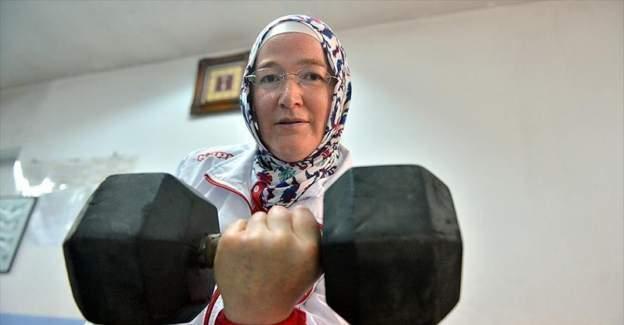 Ev hanımıydı Avrupa şampiyonu ve dünya ikincisi oldu