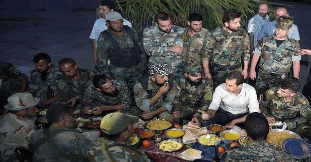 Katil Esad, rejim askerleriyle iftar yaptı