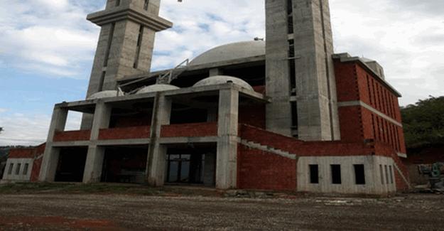 Trabzon'da tartışmalı Cami inşaatı 10 yıldır bitirilemiyor.
