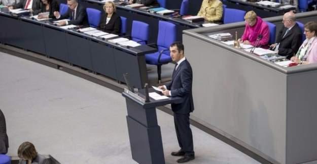 Türk asıllı Alman siyasetçi Cem Özdemir, 'Ermeni Soykırımı'nı savundu
