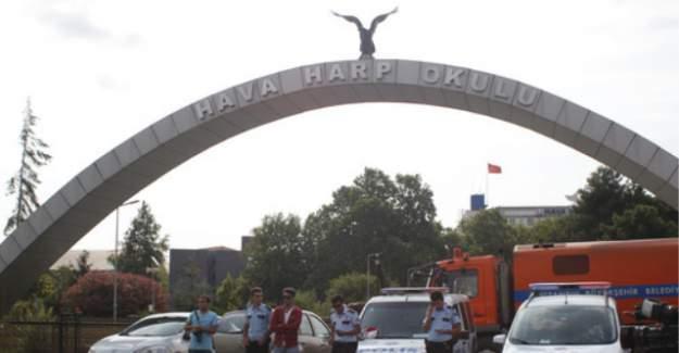 Darbe belgeleri çöpten çıktı, öğrenciler polisle çatıştı