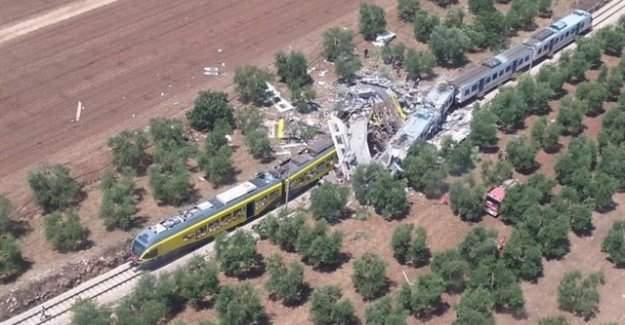 İtalya'da iki tren kafa kafaya çarpıştı: 10 ölü
