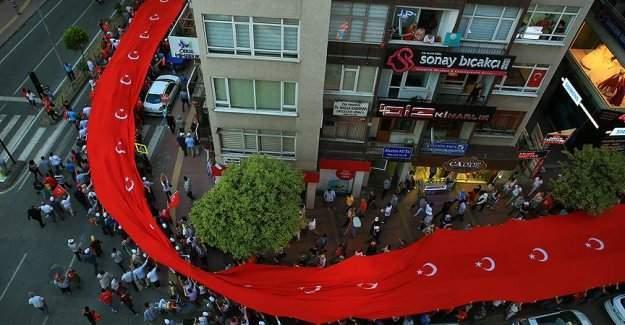 Samsun'da darbeye karşı yürüyüş düzenlendi