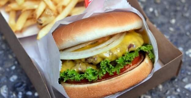 Soyadını 'Burger' olarak değiştirene bedava hamburger!