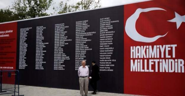 Taksim Meydan'ına darbede şehit olanların isimleri yazıldı