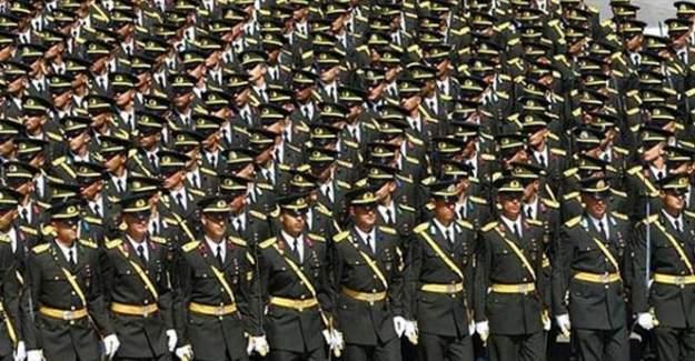 TSK'daki generallerin yarısı atıldı