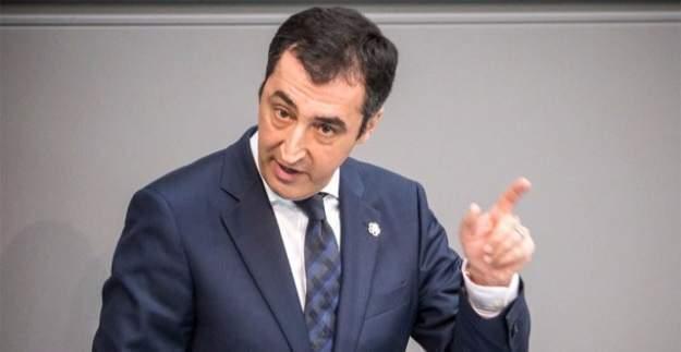 Cem Özdemir, bir kez daha Türk düşmanı olduğunu gösterdi!