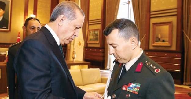 Yaverin kordon sırrı! Cumhurbaşkanı Erdoğan elleriyle takmıştı