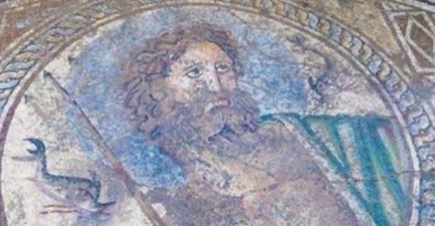 Adana Yumurtalık'ta Poseidon mozaiği bulundu