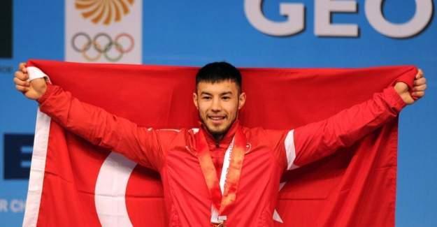 Rio 2016'da halter heyecanı yaşanıyor. Daniyar İsmayilov kimdir?