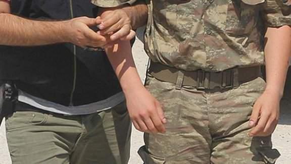 İmralı cezaevi'nde görevli 1 yüzbaşı, 1 astsubay tutuklandı
