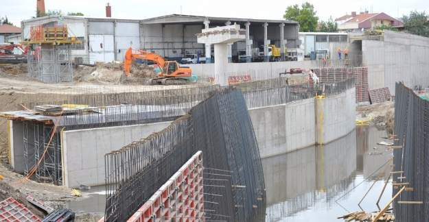 Keçiören Bulvarı'nın ikinci etabını oluşturan Samsun Yolu tarafındaki çalışmalar hızla devam ediyor.
