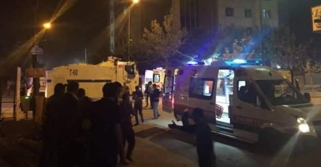 Van'da polis merkezine bomba yüklü araçla saldırı: 3 şehit, 73 yaralı!