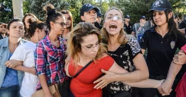 Açığa alınan öğretmenler eylemine polis müdahalesi: 17 gözaltı