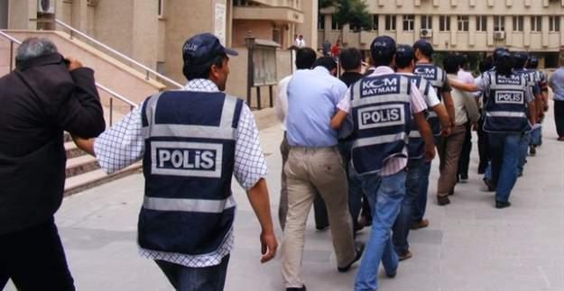 Ankara'da 9 polis ve 6 öğretmen tutuklandı