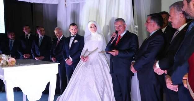 Başbakan Binali Yıldırım nikah şahitliği yaptı