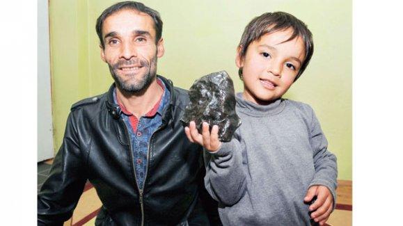 Bingöl'e düşen meteoru 85 bin TL'ye sattılar!!!