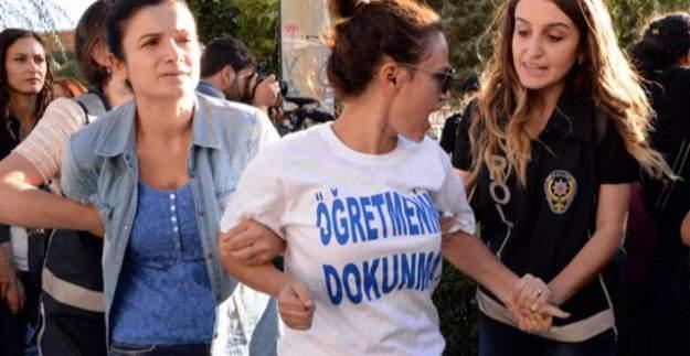 Diyarbakır'da öğretmenlerin açığa alınması için yapılan eyleme polis müdahalesi