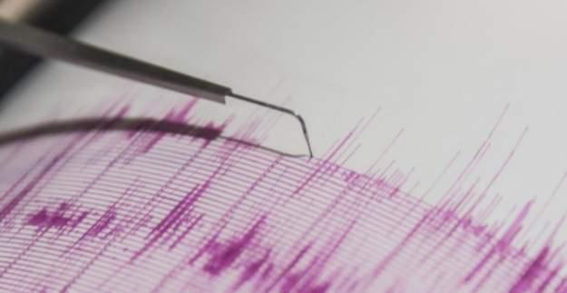 Ege ve Akdeniz'de 5.4'lük deprem! Halk sokağa çıktı