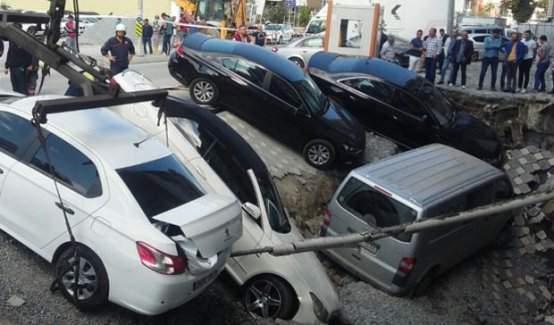 İstanbul'da yol çöktü!