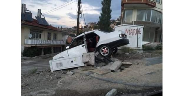 Otomobil Reklam Panosuna Çarptı: 11 yaralı!