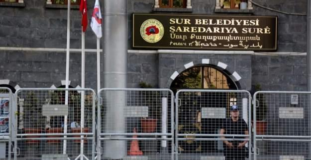 Sur ve Silvan belediyelerinde arama! Yasadışı materyaller bulundu