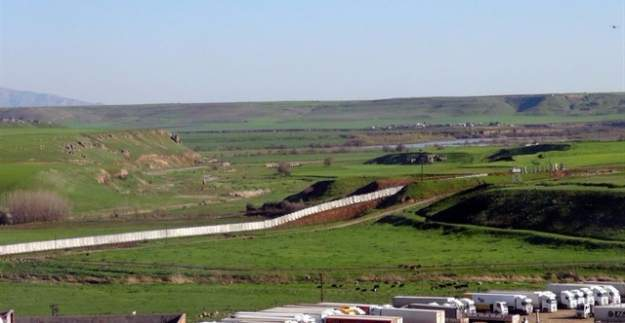 Türkiye-Suriye sınırına 'güvenlik duvarı' kuruluyor