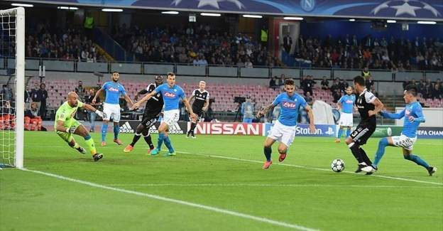 Beşiktaş Napoli'yi sahasında yıktı