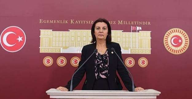 """CHP Başkan Yardımcısı Lale Karabıyık'tan KHK'lara tepki: """"Her şey bir kişinin iki dudağı arasındaki kararlara bırakılıyor"""""""