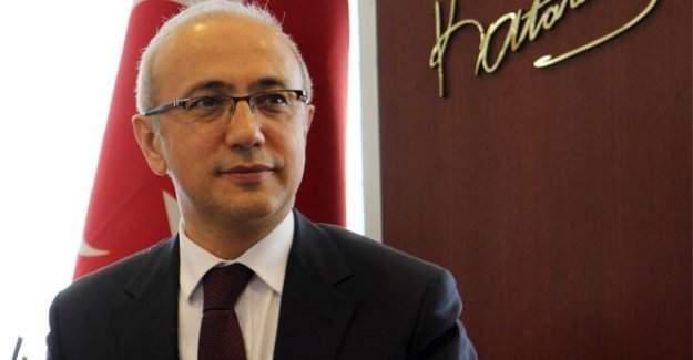 Kalkınma Bakanı Lütfi Elvan Hacı Bayram Veli Camii'deki Muharrem İftarına katıldı